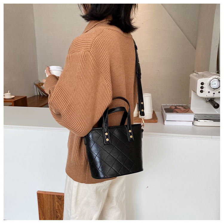 new wave korean  rhombus embroidery thread bag shoulder diagonal bag  NHJZ270427