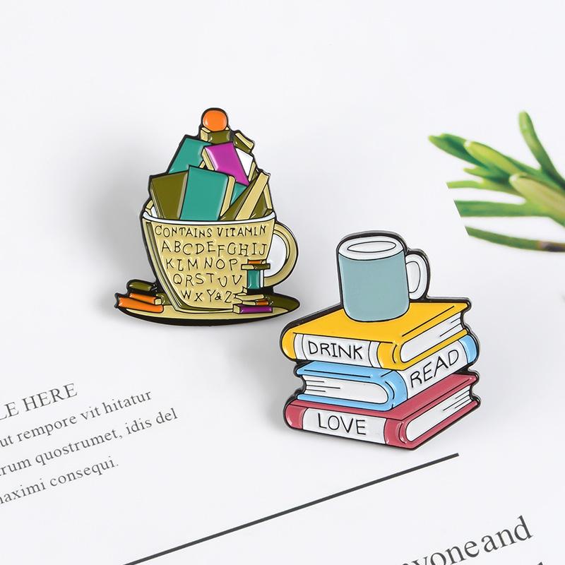 Broche de café personalizado insignia de esmalte de amor leer pin de solapa de ropa NHBO202905