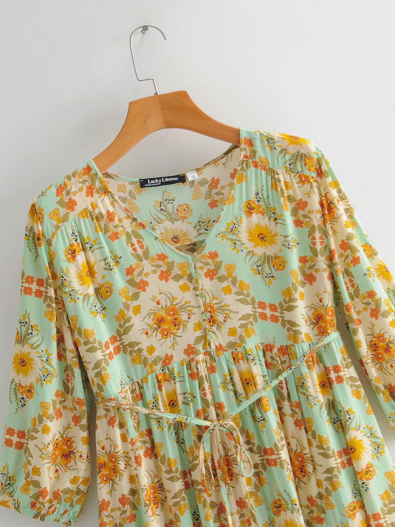 Été nouveau rétro col en V imprimé dentelle à la taille robe jupe courte en gros NHAM212944