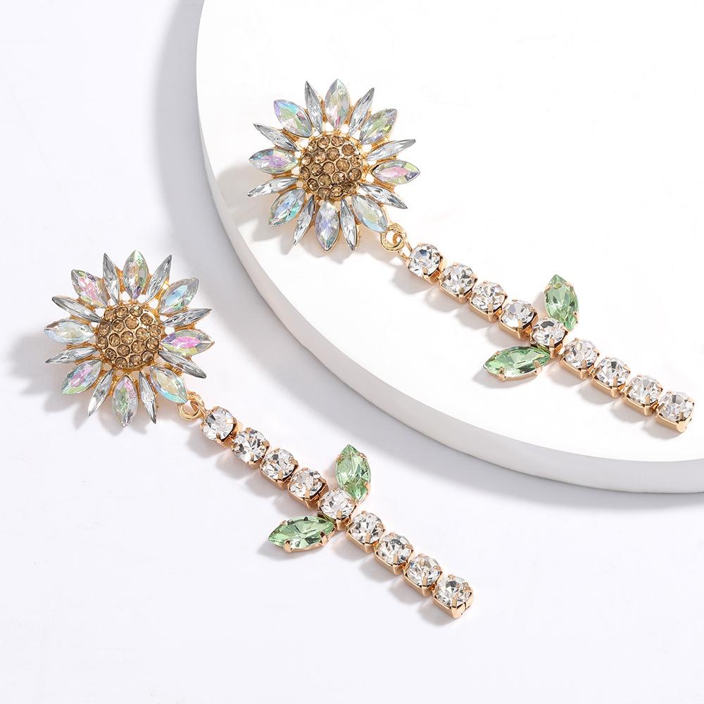 Fashion new diamond  sunflower  earrings for women nihaojewelry wholesale NHJE214904