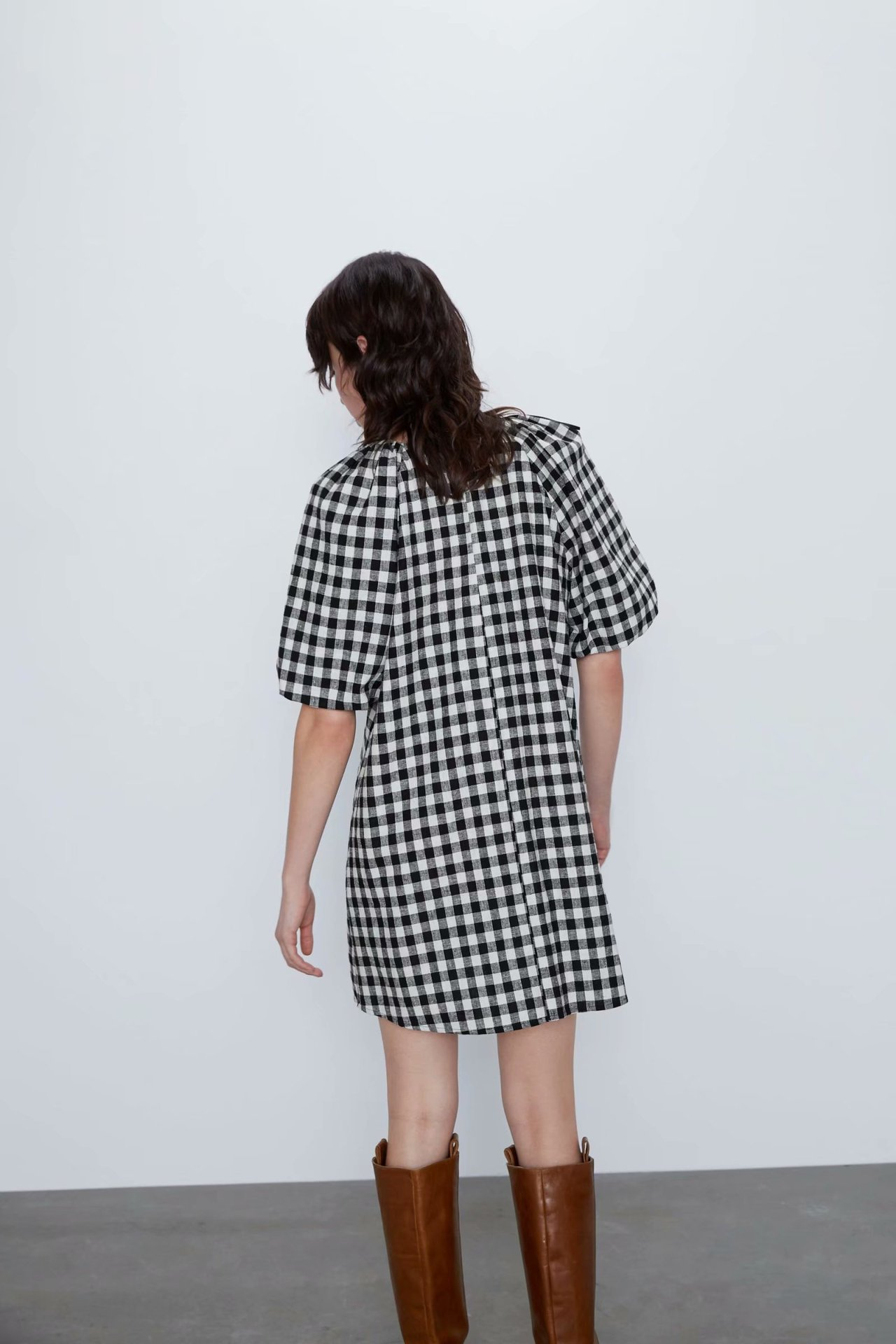 Wholesale New Women's College Fengsen Women's Plaid V-neck Vacation Dress NHAM203366