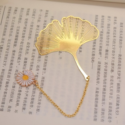 2pcs Brass Pendant bookmark creative crafts business Daisy metal hollow stationery