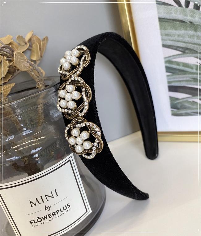Korean new pearl hair hoop solid color velvet sponge diamond-encrusted flowers wide-brimmed headband nihaojewelry wholesale NHSM214542