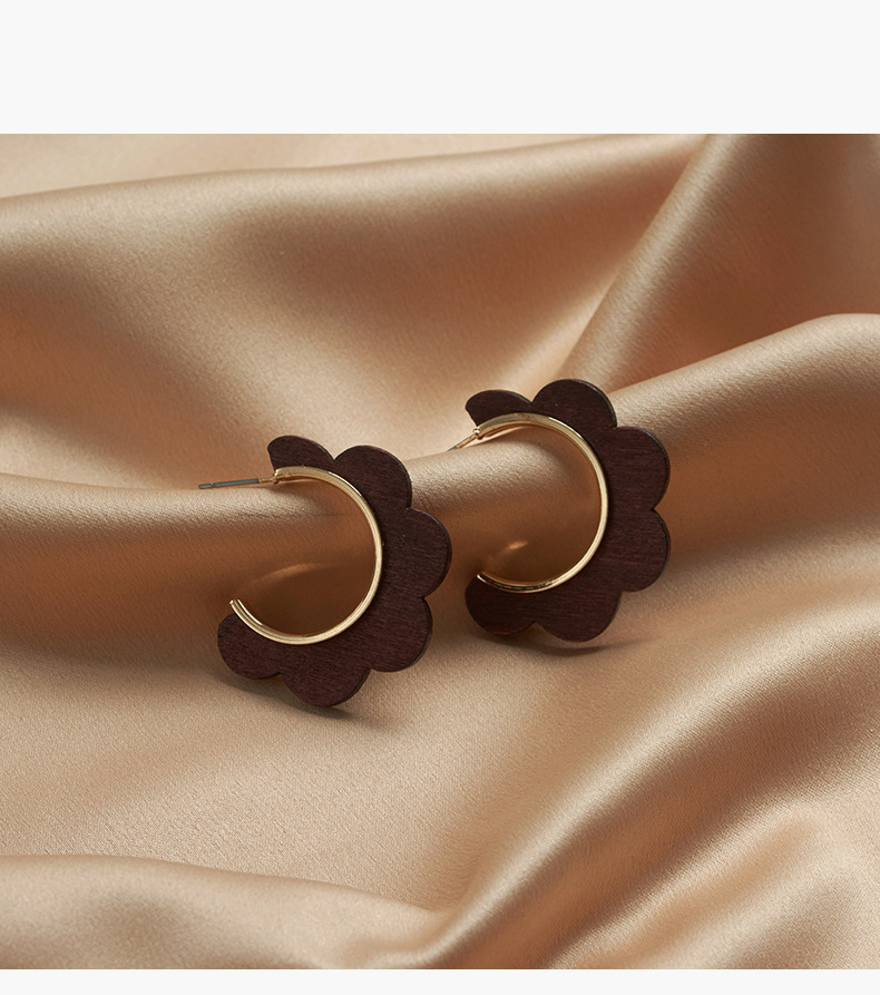 large circle earrings fashion retro personality exaggerated metal earrings wooden long section flower round earrings NHYT217410