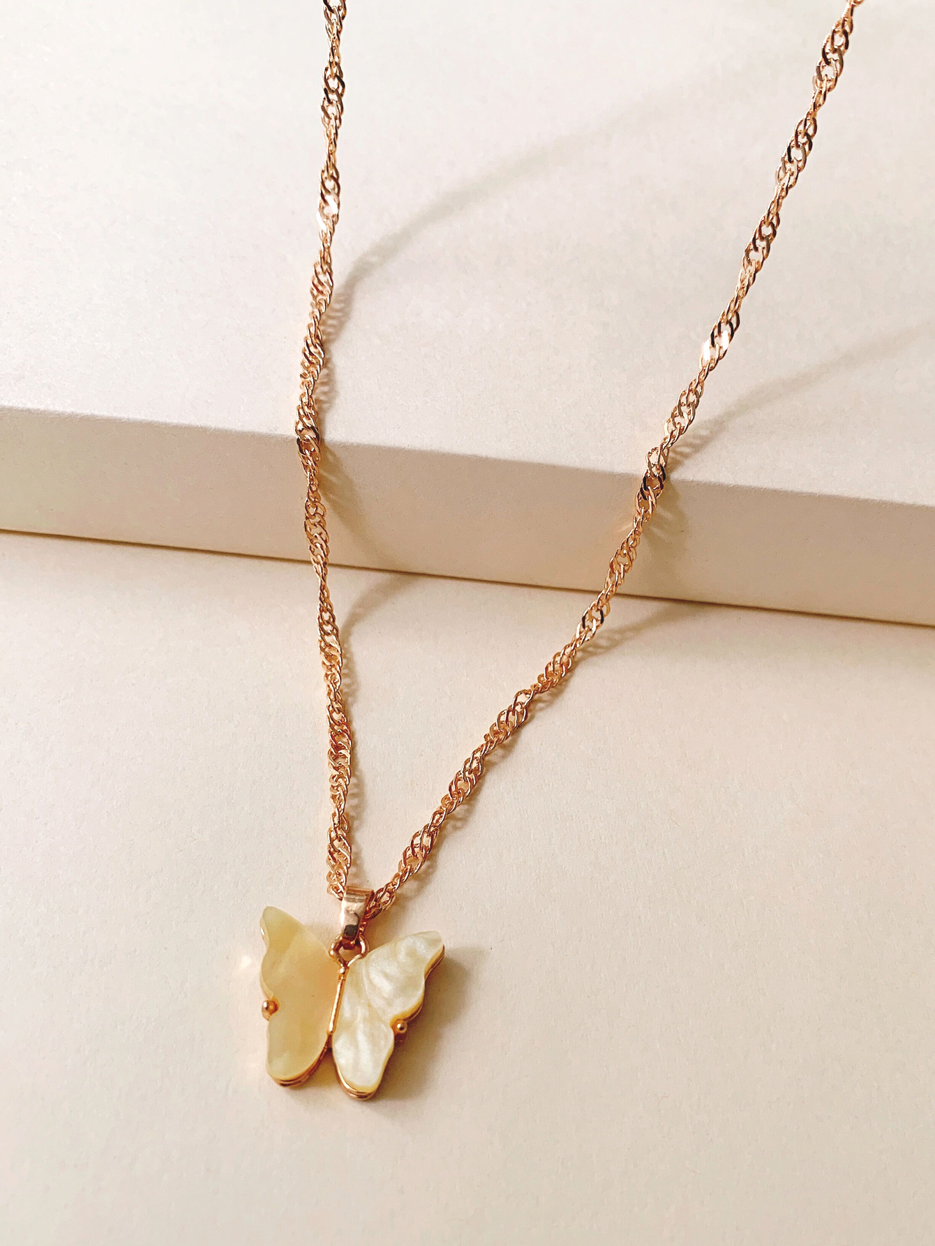 Korean new butterfly neck chain explosion models niche design insect necklace wholesale nihaojewelry NHUI221101