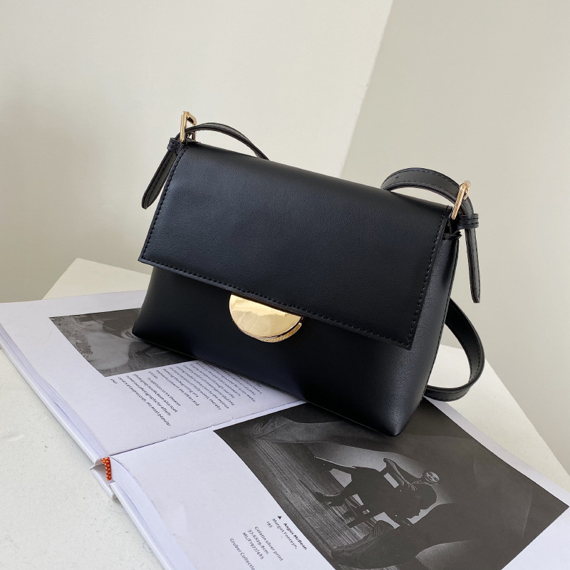 wholesale fashion metal buckle messenger bag NHWH337691