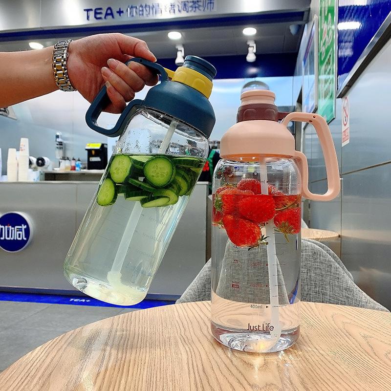 巨无霸网红吸管杯大容量1.8L便携水瓶塑料吸管太空杯户外运动水壶