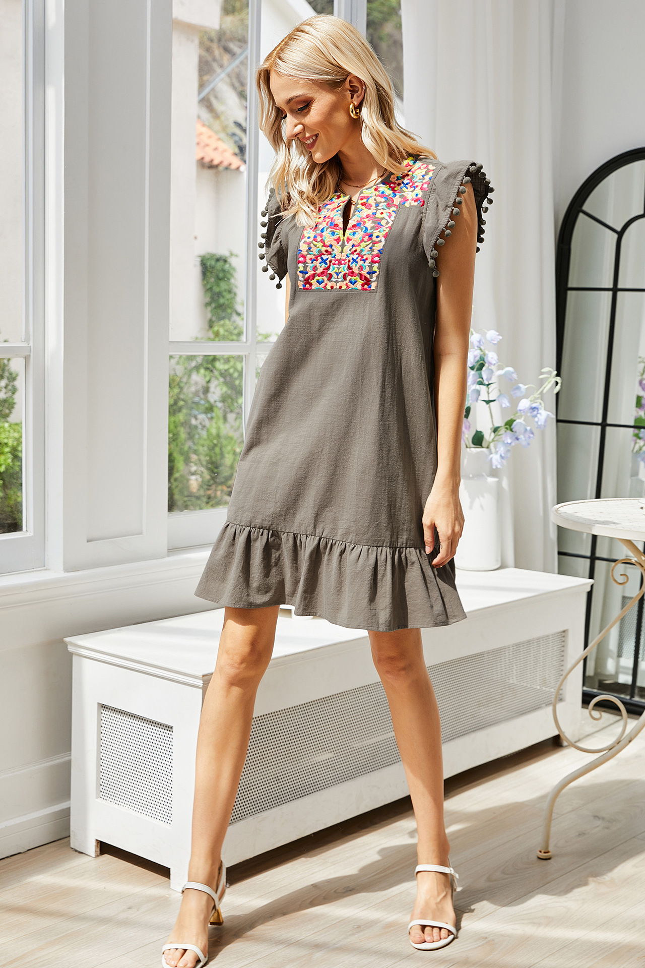 embroidery sleeveless small solid color short dress  NSLM62174