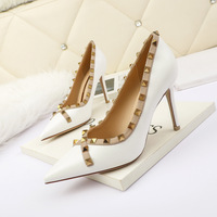8333-8 Europe and sexy pointed shallow mouth high-heeled shoes rivets web celebrity party professional OL fashion women's shoes for women's shoes