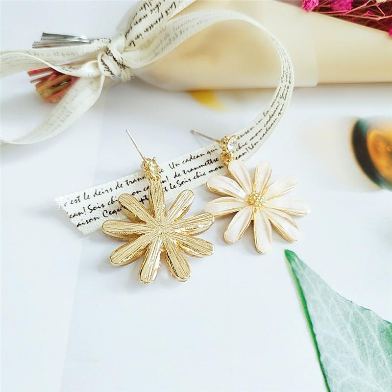 Trendy Small Daisy Flower Stud Earrings NHVA369356