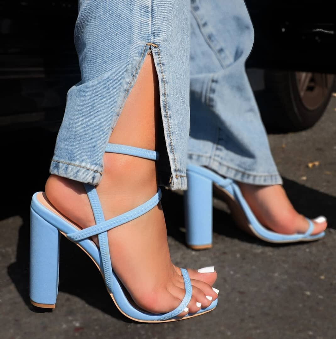 fashion elastic band square toe thick high heel open toe sandals  NHSO367919