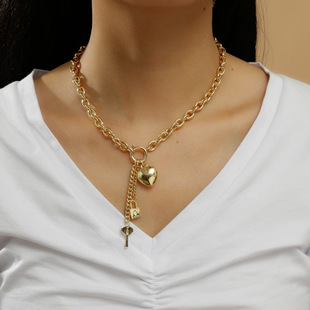 Lengthened clavicle chain female pearl tassel street hip-hop heavy industry net red European and American ins metal wind necklace cool