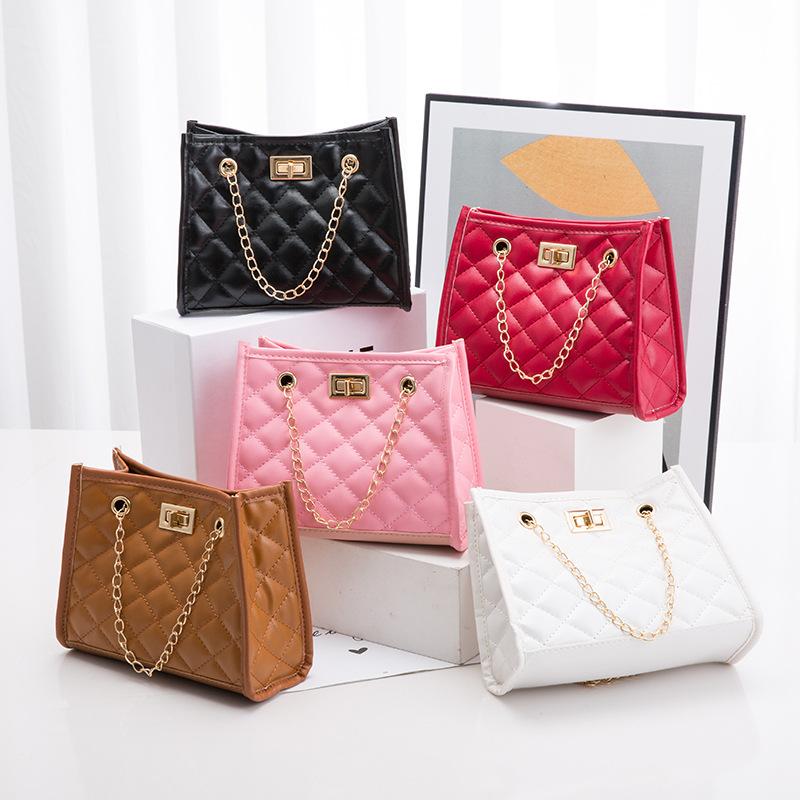 女式包包2021新款菱格绣花链条锁扣包简易休闲手机包单肩包外贸包