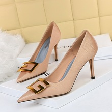 272-18 han edition high fashion party show thin fine with high heels with shallow mouth pointed metal square buckle shoes