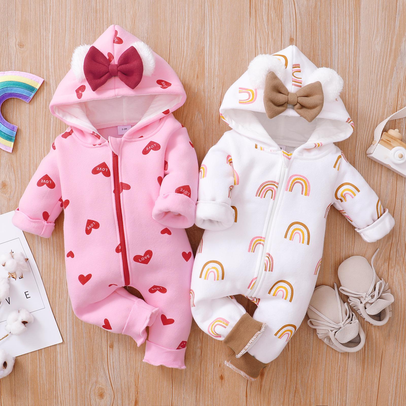 婴幼儿连帽爱心哈衣0-2岁宝宝蝴蝶结拉链爬服秋冬卫衣草莓连身衣