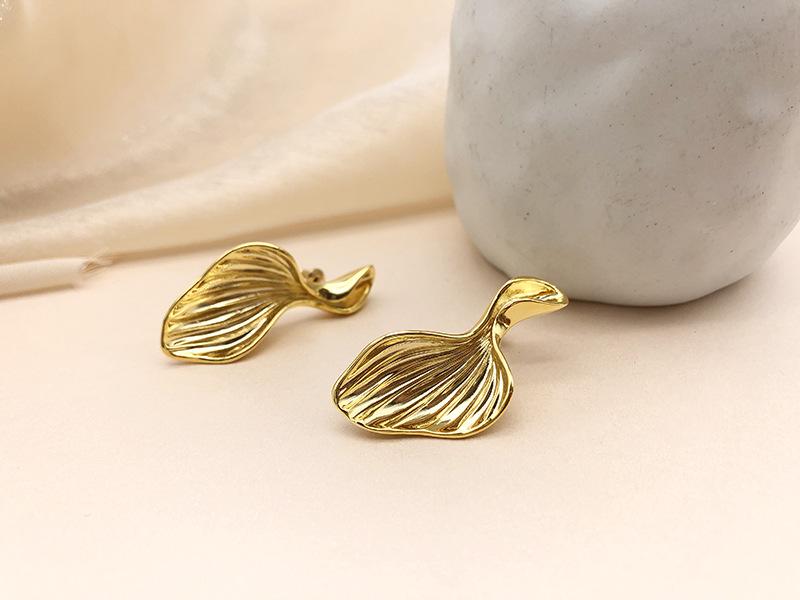 Nihaojewelry wholesale jewelry Korean fishtail 18k goldplated copper stud earrings  NHGI387448