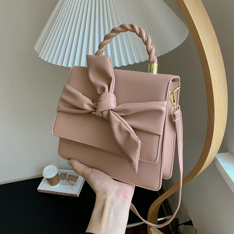 Ladies Bow small square bag chain should...