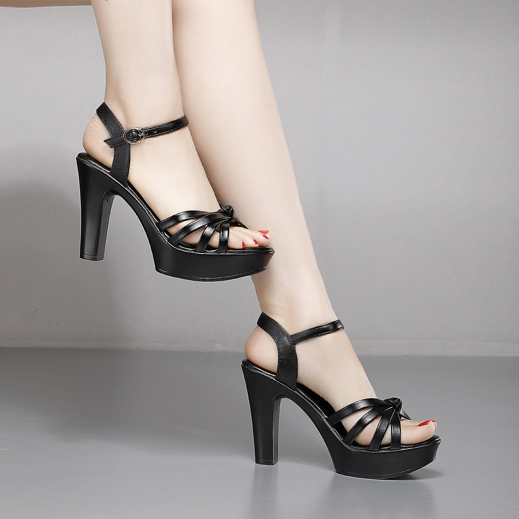 夏季粗跟鱼嘴凉鞋女2021防水台厚底一字扣走秀高跟鞋搭扣露趾女鞋