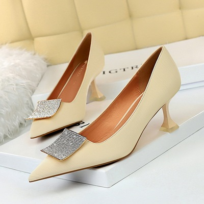 831-1 in Europe and the sexy show thin banquet with elegant high-heeled shoes cat shallow mouth pointed metal diamond si