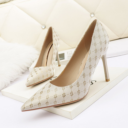 8666-8 Europe and sexy pointed shallow mouth high-heeled shoes nightclub show thin web celebrity women's shoes and party shoes