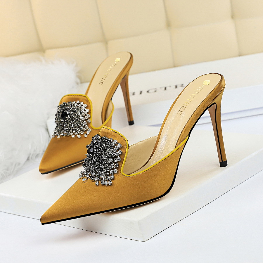 Big Tree European And American Sexy And Elegant Banquet Women's Shoes Thin Heel High Heel Pointed Head Satin Covered Mop Water Drill Button Women's Slippers