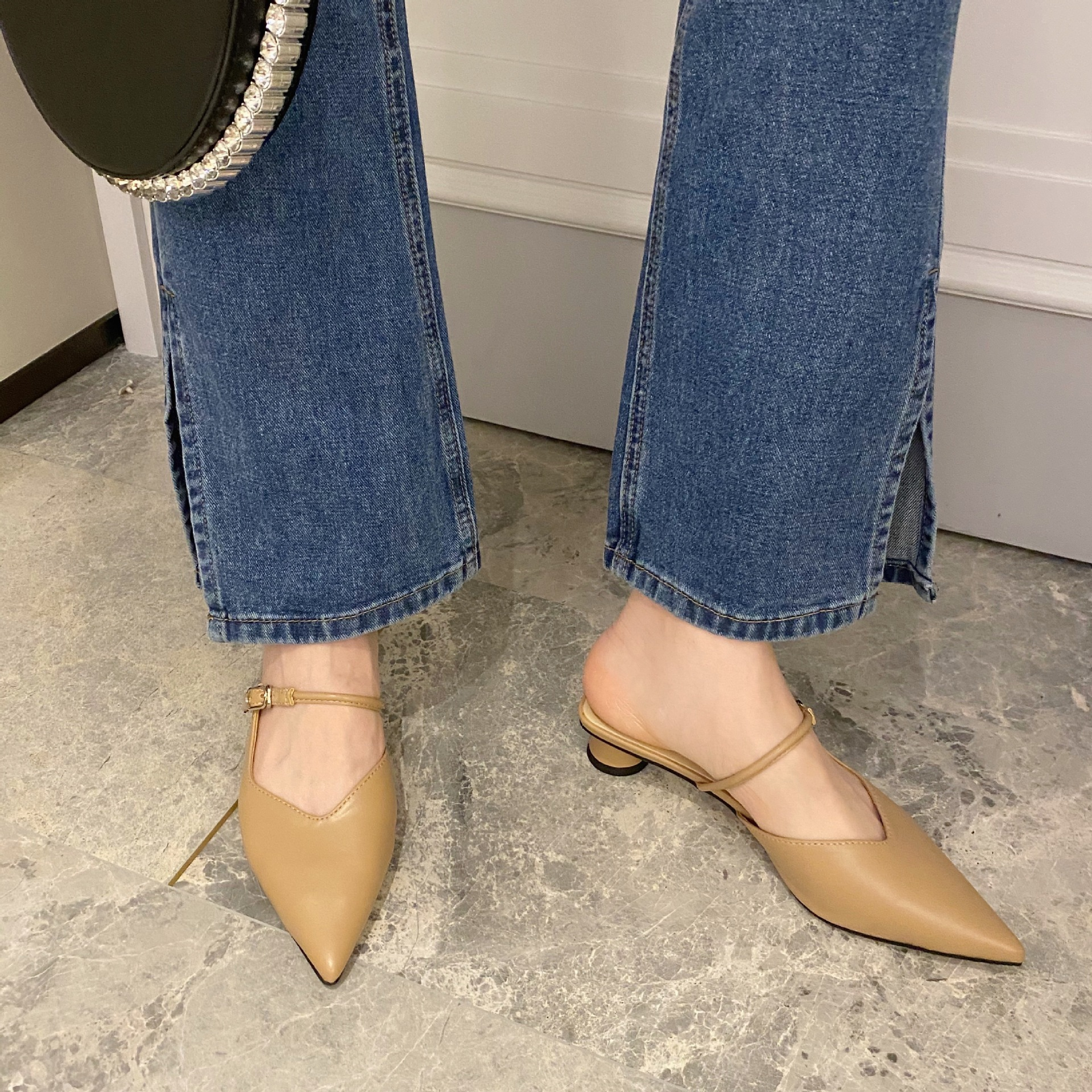 pointed toe one-word buckle soft leather slippers NSHU44061