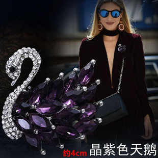 Spot 2021 new fashion alloy diamond-studded pearl swan temperament brooch animal practical chest ornament factory wholesale