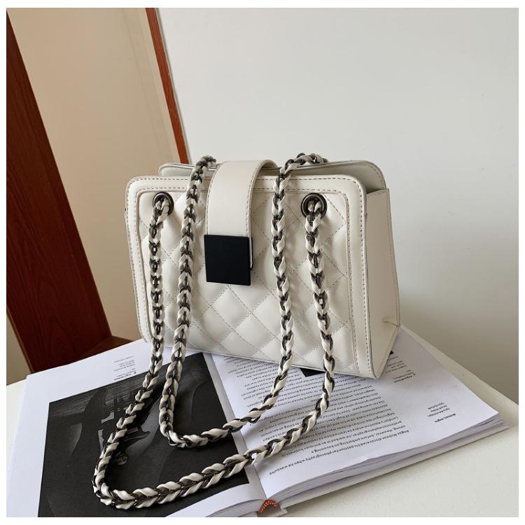 fashion contrast color chain solid color shoulder messenger bag  NHJZ343126