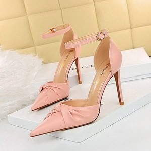 3329-1 han edition style hollow out the stiletto heel high light with hollow mouth pointed bowknot is a word with sandal