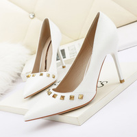 8666-16 European and American sexy pointed shallow mouth high-heeled shoes web celebrity show thin rivet women's shoes and party shoes