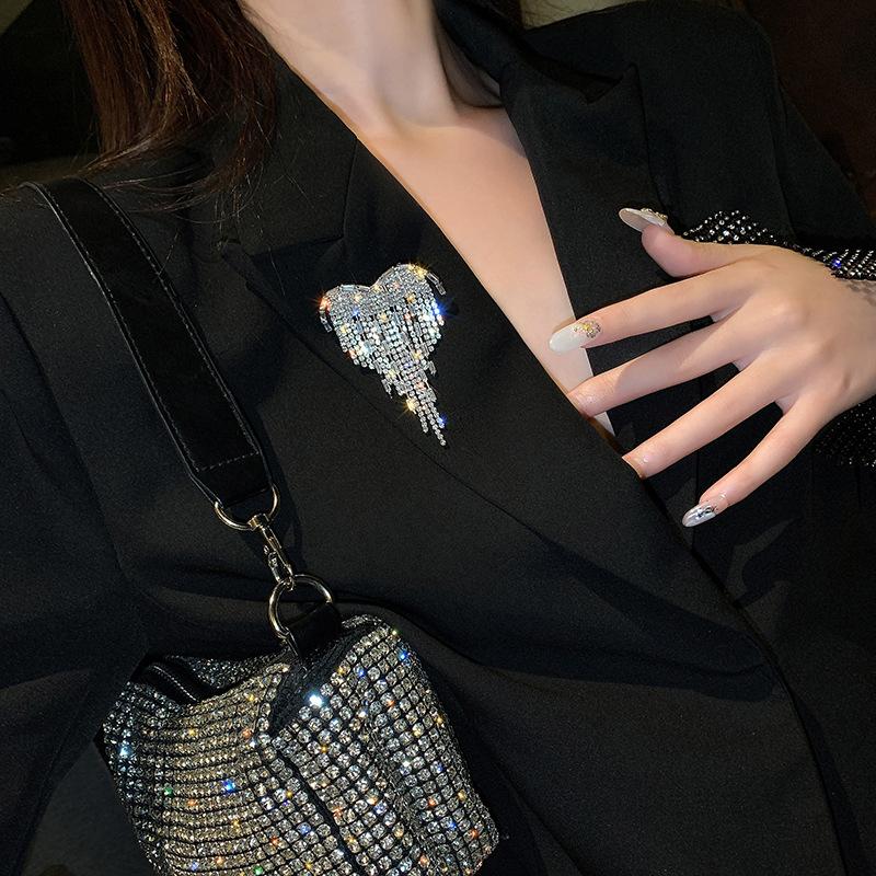heart tassel diamond brooch  NHNT303957