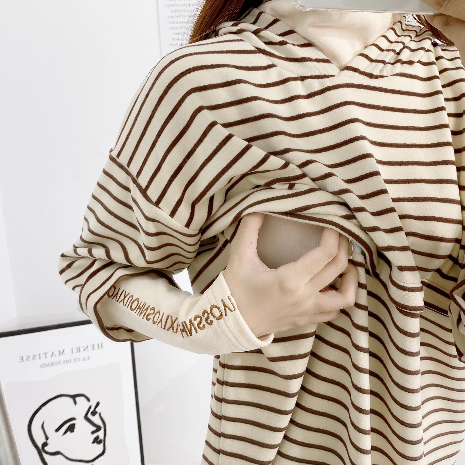 批发韩版孕妇装秋季外出喂奶衣时尚条纹假两件连帽哺乳卫衣2111