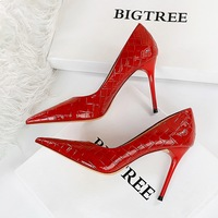 1932-1 in Europe and the shiny patent leather woven grain with ultra fine with shallow mouth pointed sexy nightclub show thin women's shoes