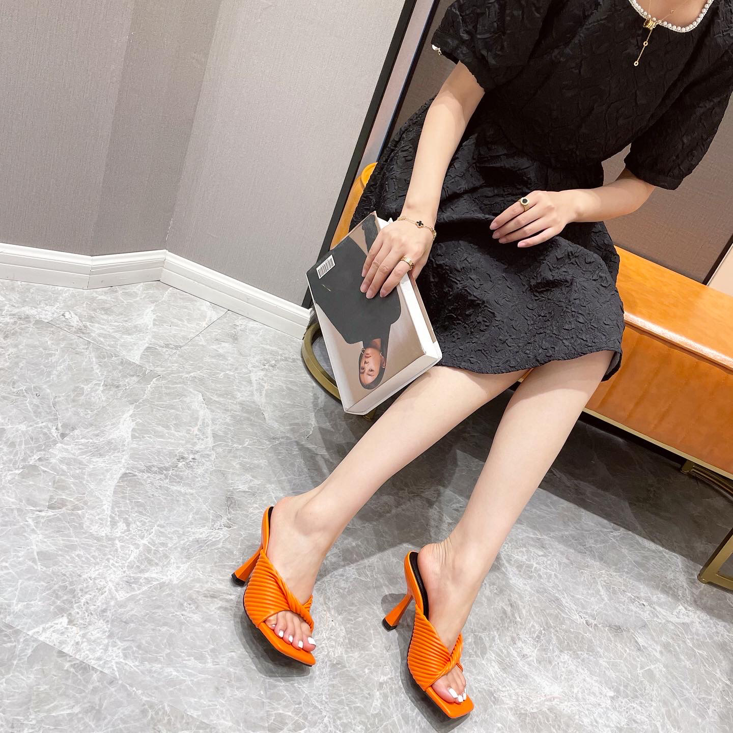 new wrinkled square toe bow sandals wholesale women's clothing Nihaostyles NSSO68485