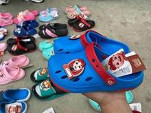 儿童洞洞鞋女果冻沙滩鞋中大童库存拖鞋室外软底男小童凉鞋夏