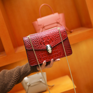 European and American fashion crocodile pattern small square bag 2020 winter new chain female bag snake head small bag one drop delivery