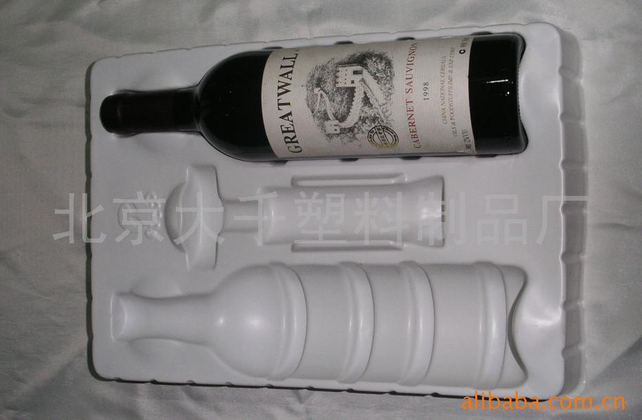 葡萄酒�Y盒�纫r